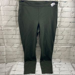 NWT Reitmans stretch army green pull on pants